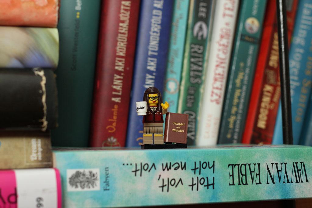 Legokonyvtaroskisasszony